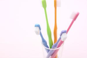 自宅で行う入れ歯のメンテナンス