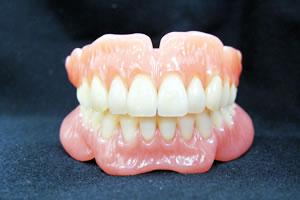 入れ歯とインプラント