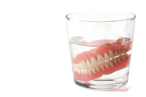 入れ歯のお手入れポイント